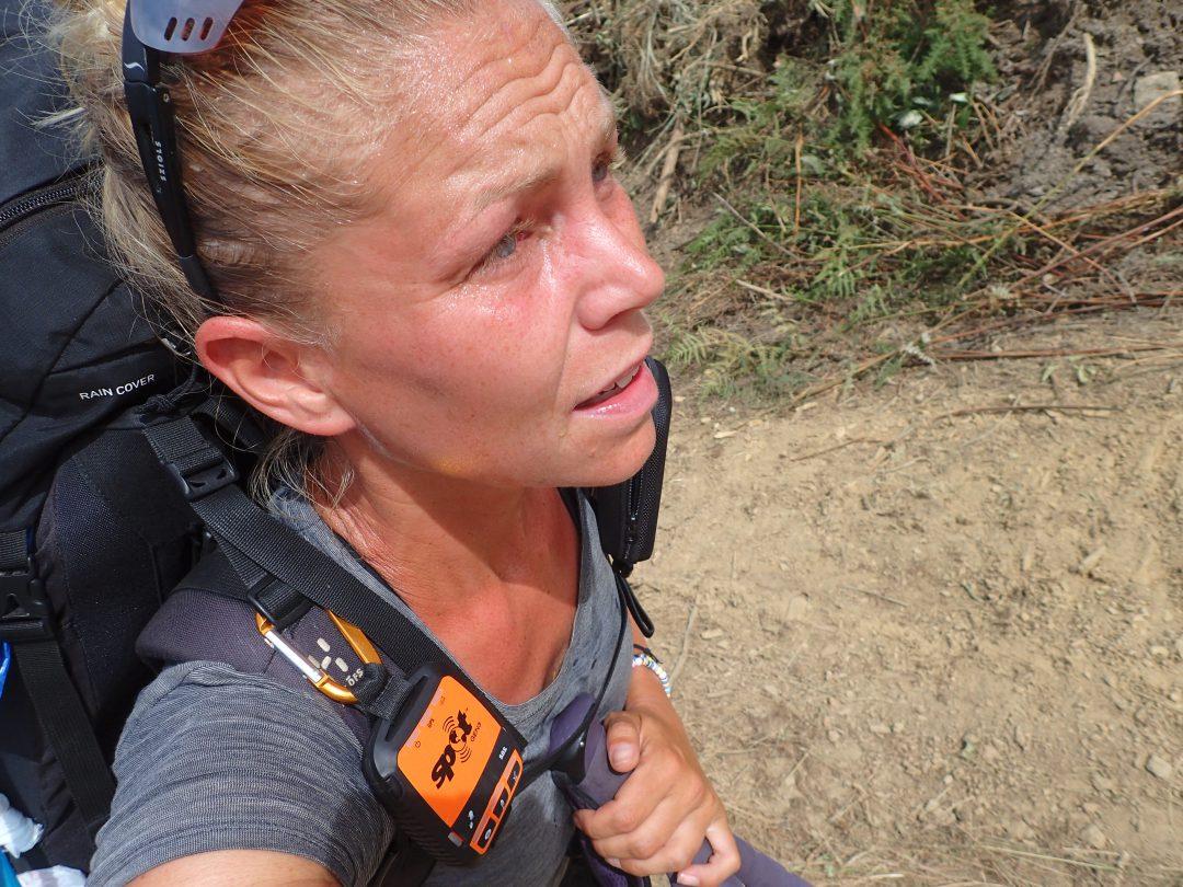 Varmt, dammigt och konstant uppför i ett par timmar. En av de värsta stunderna längs vandringen.