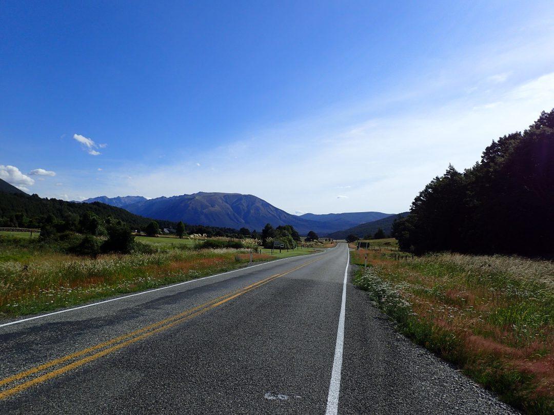 Långa, raka och skållheta motorvägar.