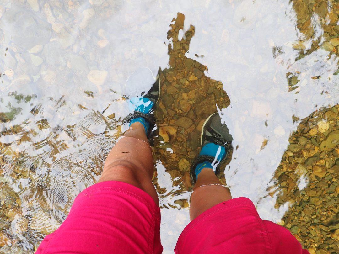3 kilometers vandring på hala stenar i iskallt vatten...